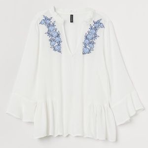 NWOT Floral Embroidered White Peasant Top H&M